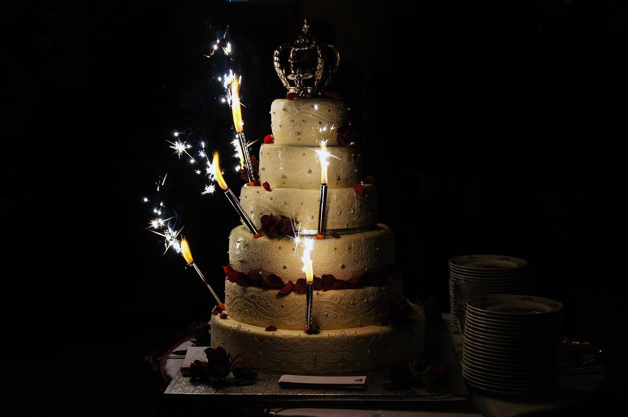 Candele luminose sulle torte, i rischi per la salute