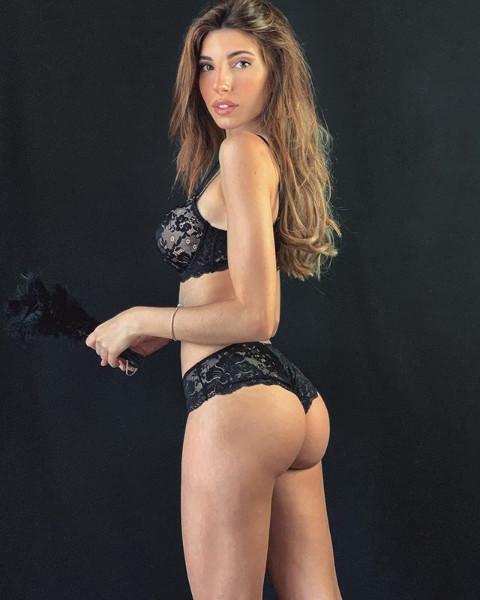 Silvia D'Avenia in lingerie
